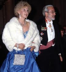 Duquesa de Alba and Jesus Aguirre on their way to an official function