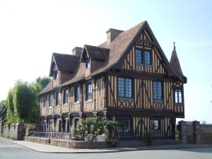 Beuvron_en_Auge_Manoir_-wikipedia japan